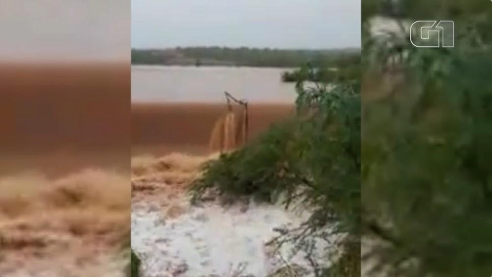 Barragem transbordou após forte chuva em Jacobina do Piauí (Foto: Reprodução)
