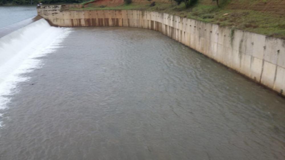 Sangradouro barragem Salinas (Foto: Oeiras em Foco)