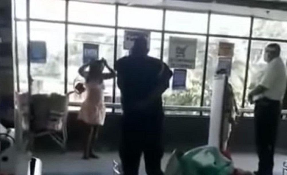 Mulher tira calcinha e usa como máscara após ser barrada em supermercado