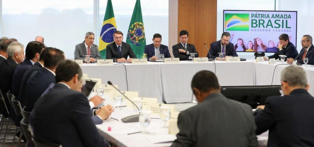 Vídeo mostra interferência de Bolsonaro: 'pra não fud...com minha família troco até o Ministro'