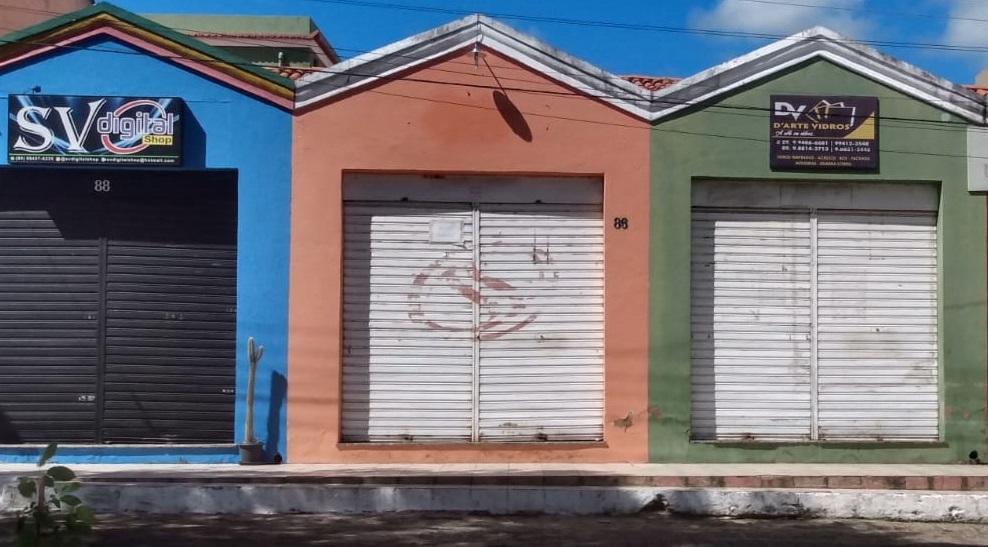Ladrões arrombam loja de vidro na madrugada desta quinta-feira em Oeiras
