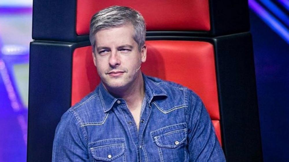 """""""Quase tirei minha vida"""", revela cantor Victor sobre acusação de agressão"""