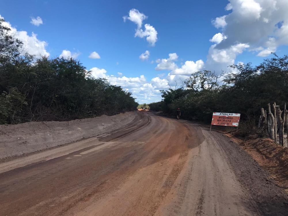 PMO realiza entrega de estradas e pavimentação na zona rural de Oeiras