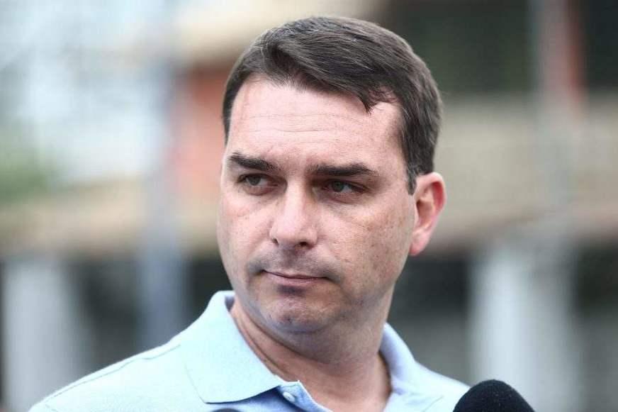 Flavio Bolsonaro ganha foro privilegiado no caso Queiroz