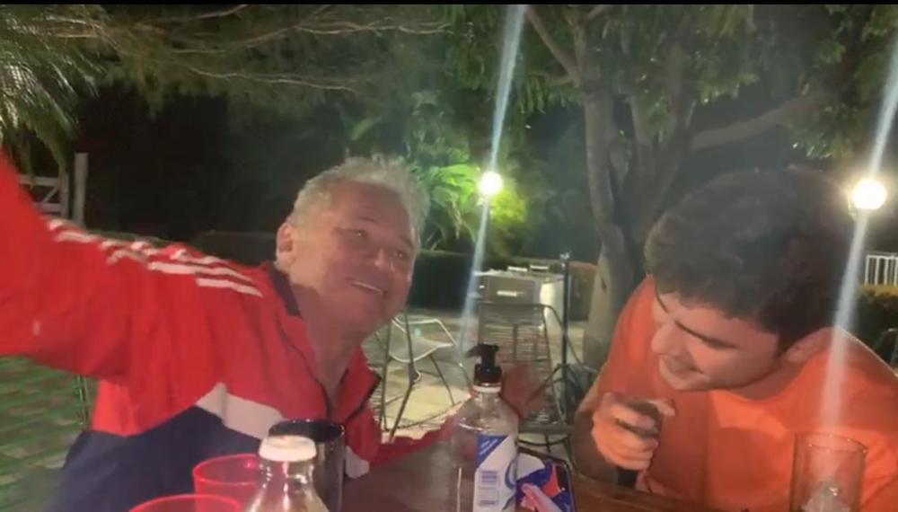 Vídeo mostra Assis Carvalho se divertido com o filho um dia antes do infarto
