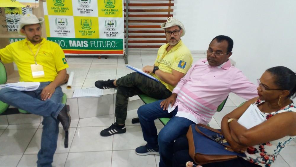 Reunião com representantes da cidade (Foto: Reprodução)