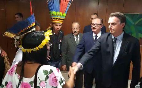 Bolsonaro se reúne com presidente índiginas (Foto: Reprosução)