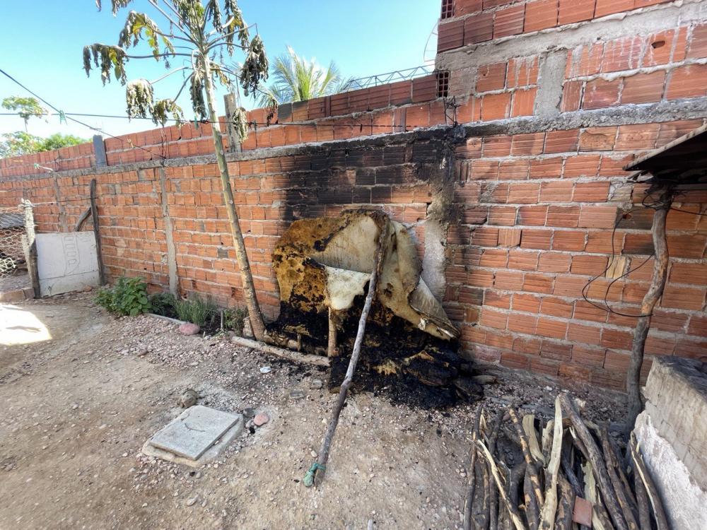 Criança ateia fogo em colchão com outra dentro; estado é grave