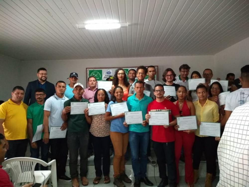 Sindicato do Trabalhadores Rurais de Oeiras realiza entrega de novos certificados