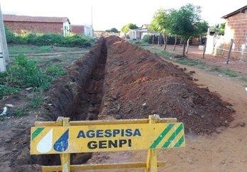 Escavação de valas no bairro Vila Nova, em Santo Inácio do Piauí