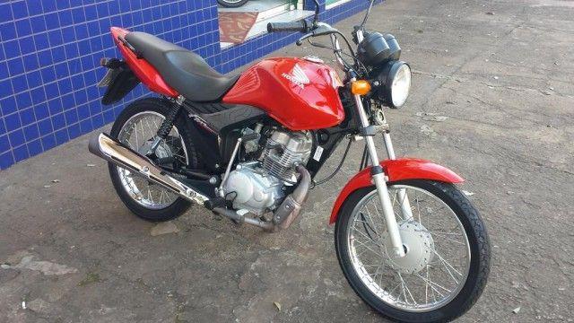 Moto é furtada na manhã deste sábado (15) em Oeiras