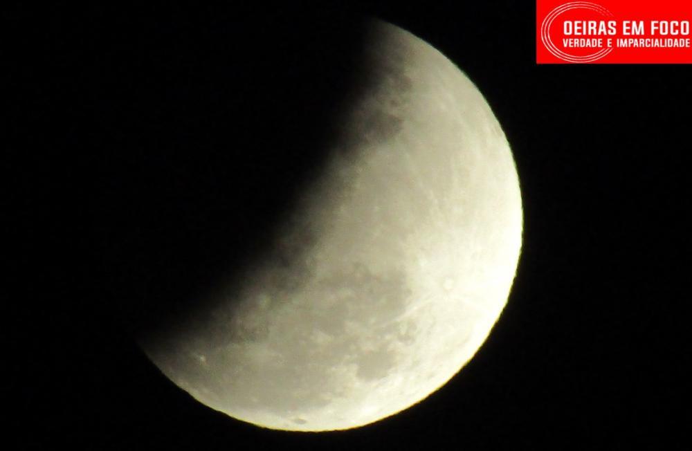 Eclipse parcial da Lua pôde ser vista de Oeiras; Veja fotos e vídeo