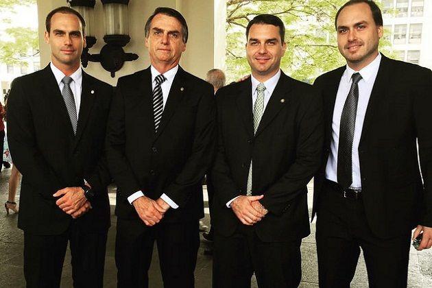 Presidente Bolsonaro e seus filhos (Foto: Reprodução)