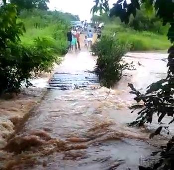 Moradora cobra governador ponte sobre o Riacho Mimbó